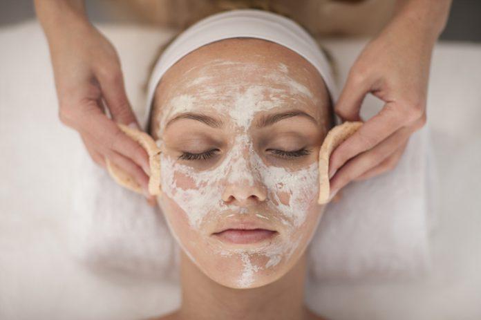 Oczyszczanie twarzy – jak robić to prawidłowo